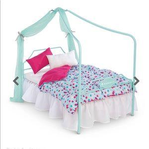 American Girl Canopy and bedding set NIB!